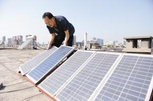 西安市民屋顶上建发电厂
