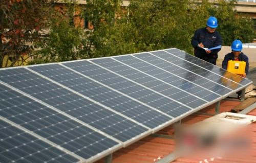 河北任县首个家庭光伏发电项目并网发电
