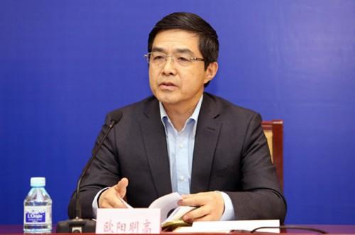 """委欧阳明高:新能源汽车最大的""""风口""""在中国"""
