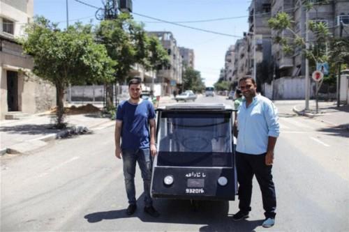 加沙大学生自制太阳能电动车
