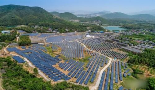 长兴县废弃矿山建起光伏电站