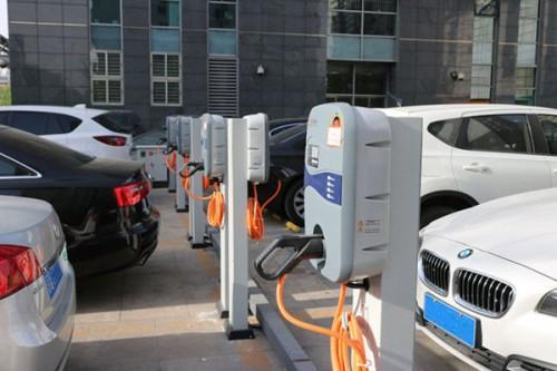 新能源汽车遇冷 刚需火爆 市场何时才能'解冻'