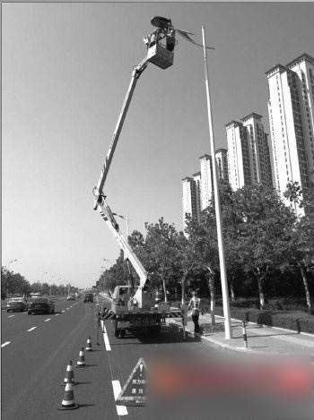 烟台山海路路灯换LED光源