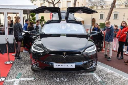 美媒:中国迫使汽车巨头转型电动车