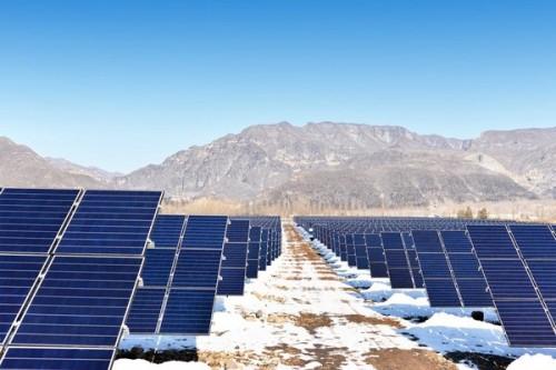 国内首个叠瓦组件地面电站在河南济源并网发电