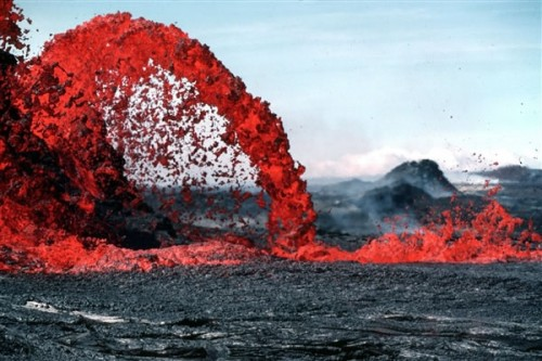 基拉韦厄火山熔岩破坏了夏威夷唯一一家地热发电厂