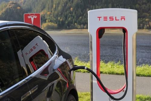 为什么电动车一上高速续航里程就变短?
