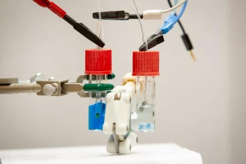 研究人员发现废水中的蓝色染料可以为电池供能