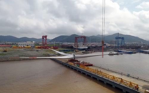 上海电器海上风机配备LM风电叶片