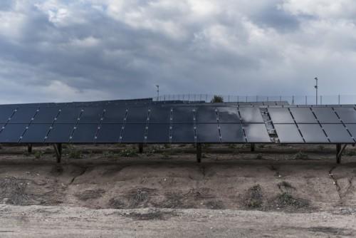 即使在阴天 由细菌驱动的太阳能电池也能将光转化为能量