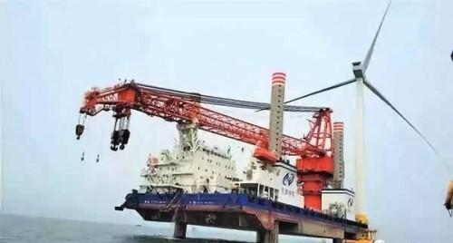 武汉船机研制出首台套风电安装船抱桩系统