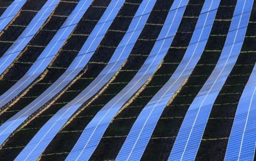 沙特阿拉伯与软银暂停大型太阳能发电项目
