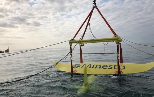 Minesto设置在威尔士海岸附近的海洋能风筝开始产生能量