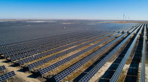 中广核白城200兆瓦光伏项目全容量并网发电