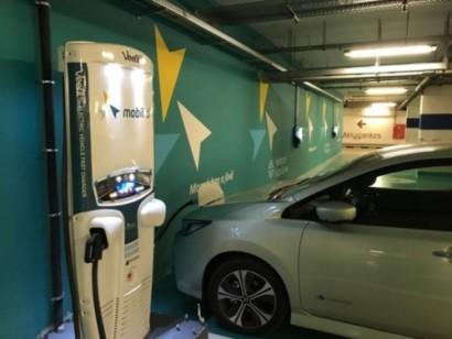 匈牙利的电动汽车司机体验了该国第一次液冷50kW快速充电
