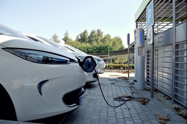 新能源汽車行業大浪淘沙之下,誰會笑著活下去?