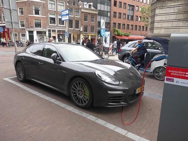 补贴退坡+技术枷锁 电动汽车企业'寒冬'将至?