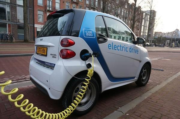 欧美政府加码新能源汽车补贴 中国当思危