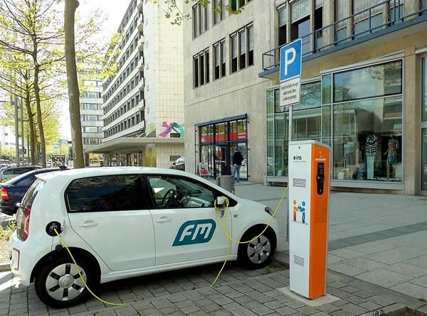 三問中國新能源汽車