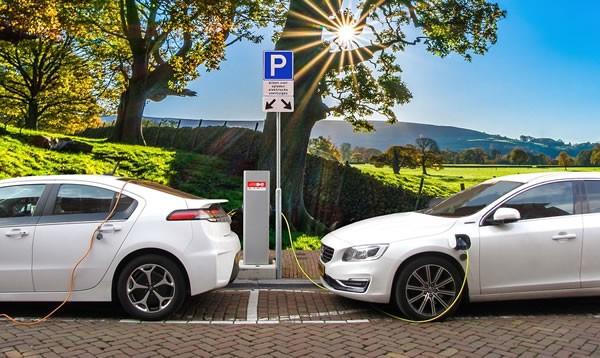 深圳充电设施建设与新能源车发展'并驾齐驱'