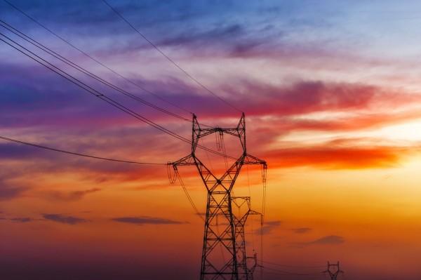 新疆建成全國最大省(區、市)級電網