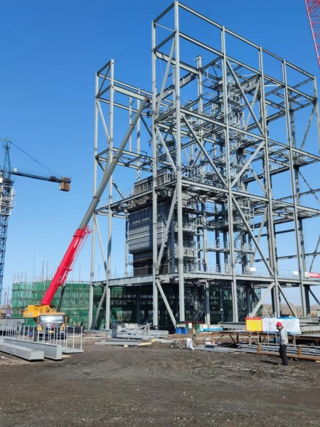 哈电集团德惠经开区1×40MW生物质热电联产项目大板梁吊装完成