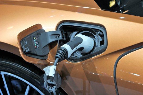 亚博APP官方下载:2020年電動汽車有望比燃油車更便宜