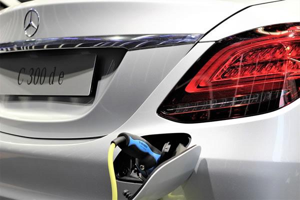 """自主新能源车企如何保住""""先发优势""""?"""