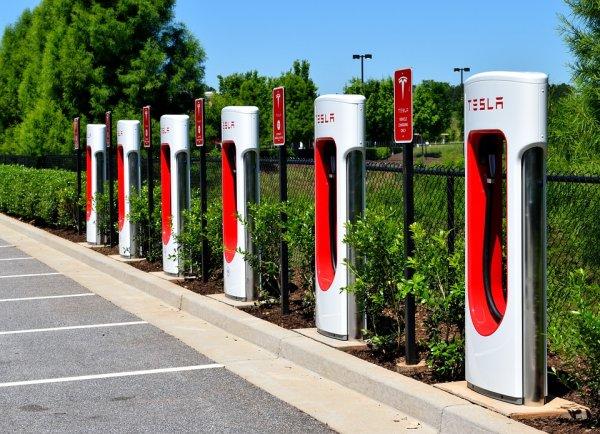 调查:为何美国人想要驾驶电动汽车?
