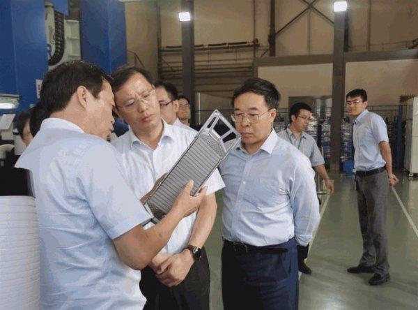 张建明副主任赴临港新片区调研氢燃料电池汽车