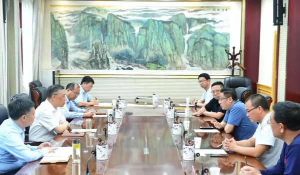杨勤荣与武汉格罗夫氢能汽车副总裁陈斌一行会谈