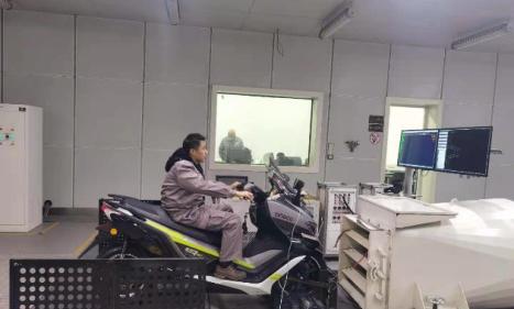宗申自主研发的燃料电池系统搭载首台摩托车完成内部测试